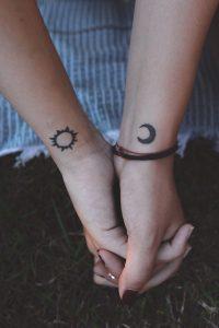 月と太陽のタトゥーデザイン