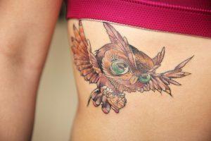 フクロウのタトゥー(腰)