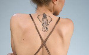 ゾウのタトゥー(女性)