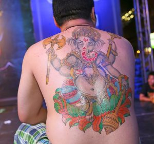 ゾウのタトゥー(背中)
