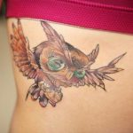 フクロウのタトゥー(腰