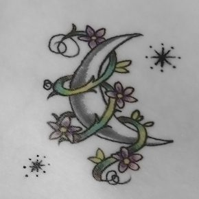 月のタトゥーデザイン