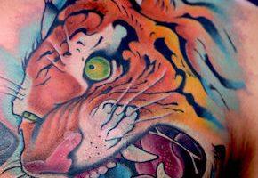 虎のタトゥー(胸)