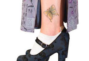 蝶のタトゥー(脚)