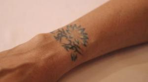 LiLICo 右手首のタトゥーデザイン