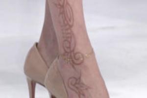 宮沢りえさん 脚のヘナタトゥーデザイン