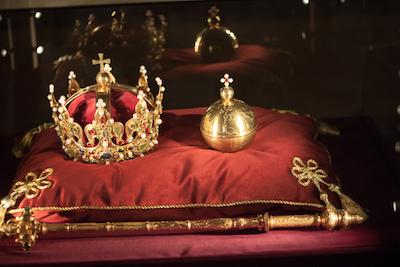 キラキラ輝く金の王冠