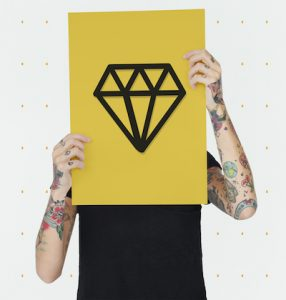 ダイヤモンドのタトゥーが持つ意味とは?※デザイン画像あり!