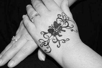 バタフライのタトゥー(手)