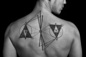 天秤のタトゥー(背中)サムネ