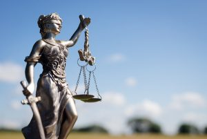 正義の女神の銅像