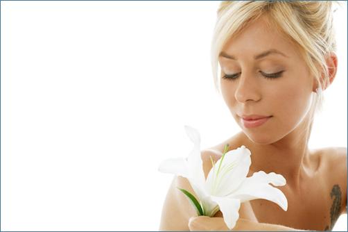 百合(ユリ)の花のタトゥー | デザインと意味とは?