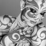 トライバルタトゥーの女性