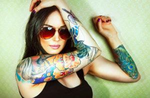 ニュースクールタトゥーの女性