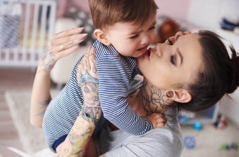 タトゥーを後悔する母親