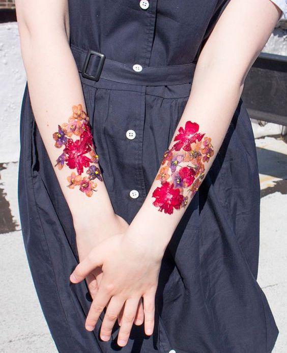 手首の押し花タトゥー